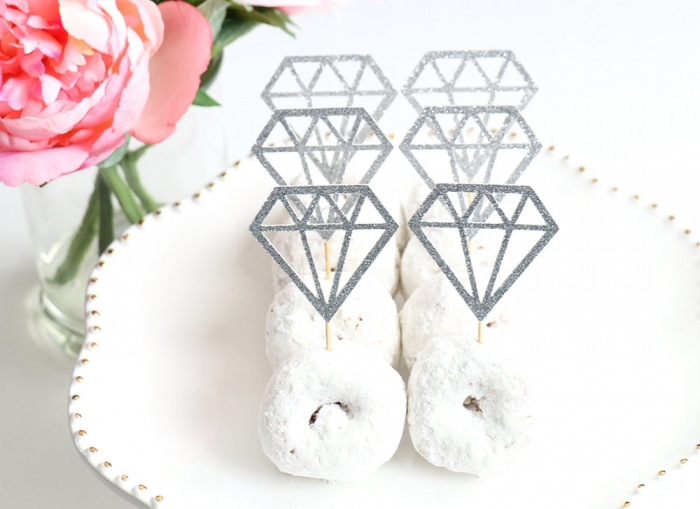 http://www.intimateweddings.com/wp-content/uploads/2017/05/diamond-donut-toppers-1-700x509.jpeg