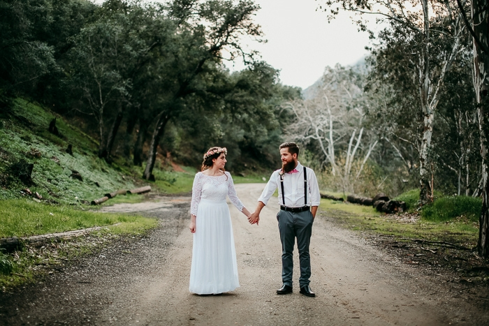 http://www.intimateweddings.com/wp-content/uploads/2017/05/farm-styled-elopement-57-700x467.jpg