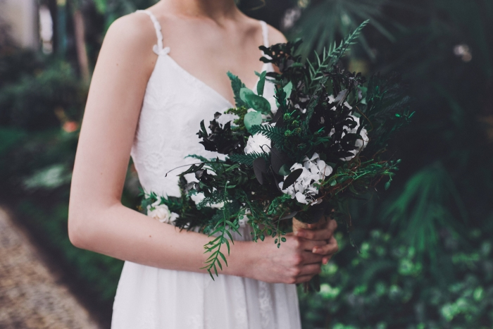 http://www.intimateweddings.com/wp-content/uploads/2017/05/greenery-bouquet-700x467.jpeg