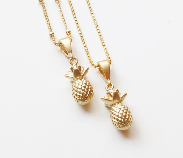 http://www.intimateweddings.com/wp-content/uploads/2017/07/gold-pineapple-necklace-bridesmaid-jewelry-700x603.jpg