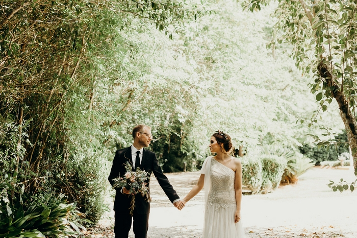 http://www.intimateweddings.com/wp-content/uploads/2017/07/intimate-weddings-secret-garden-vow-renewal-49-700x466.jpg