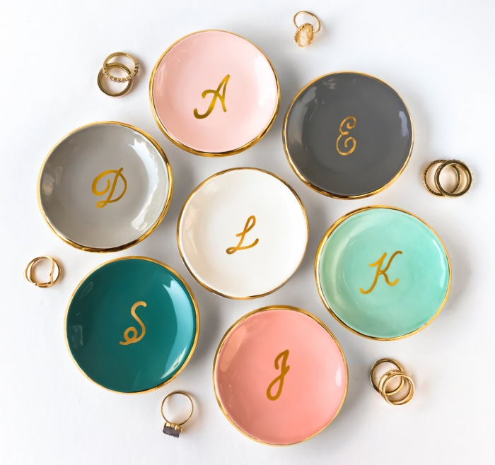 http://www.intimateweddings.com/wp-content/uploads/2017/07/monogrammed-ring-dish-700x658.jpg