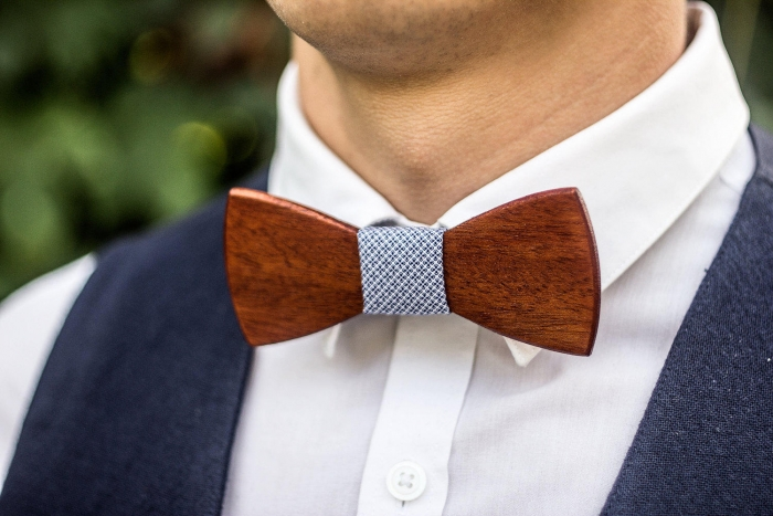 http://www.intimateweddings.com/wp-content/uploads/2017/08/wooden-bowtie-700x467.jpg