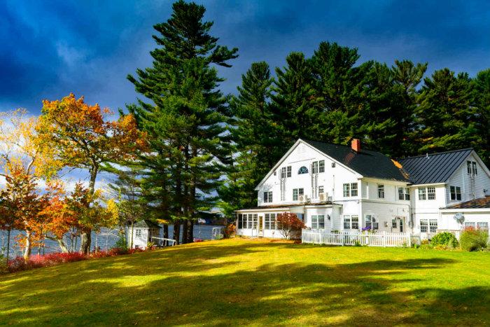 Wolf-Cove-Inn-Fall