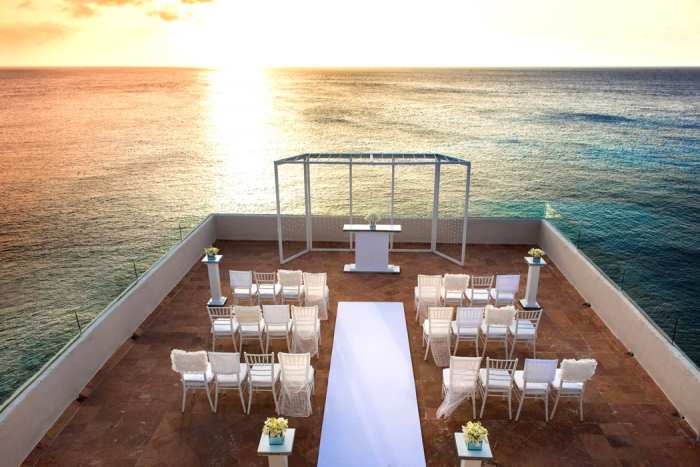 http://www.intimateweddings.com/wp-content/uploads/2018/01/WSkyTerrace-700x467.jpg