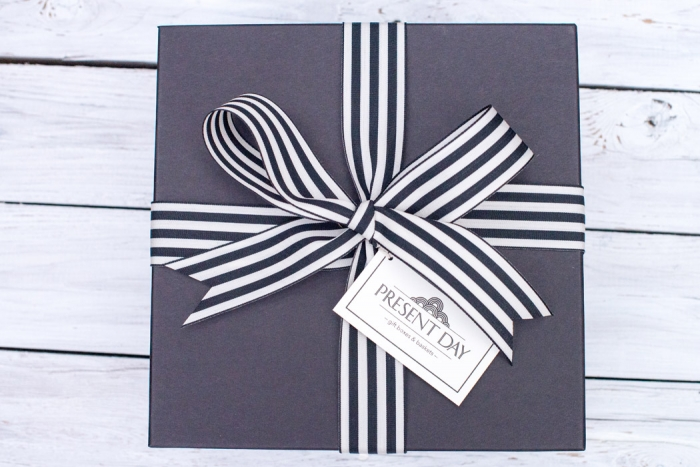 http://www.intimateweddings.com/wp-content/uploads/2018/01/present-day-gift-box-700x467.jpg