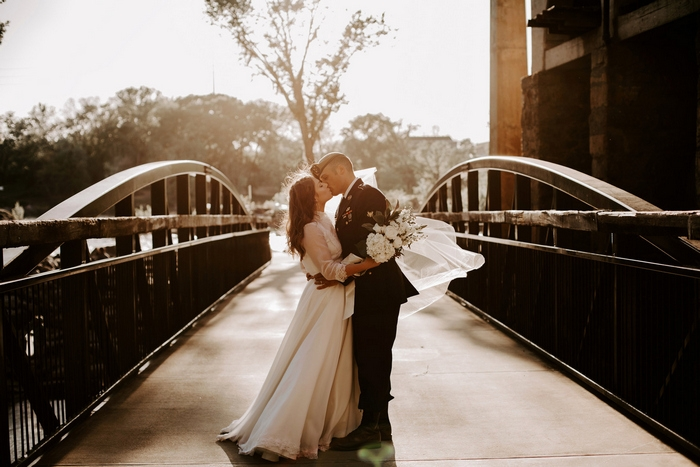 http://www.intimateweddings.com/wp-content/uploads/2018/08/elopement-columbus-georgia-hannah-kirby-84-700x467.jpg