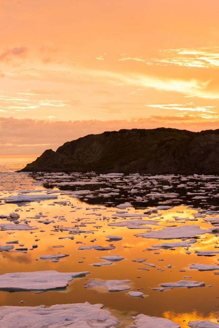 twilingate-icebergs-at-sunset-crow-head