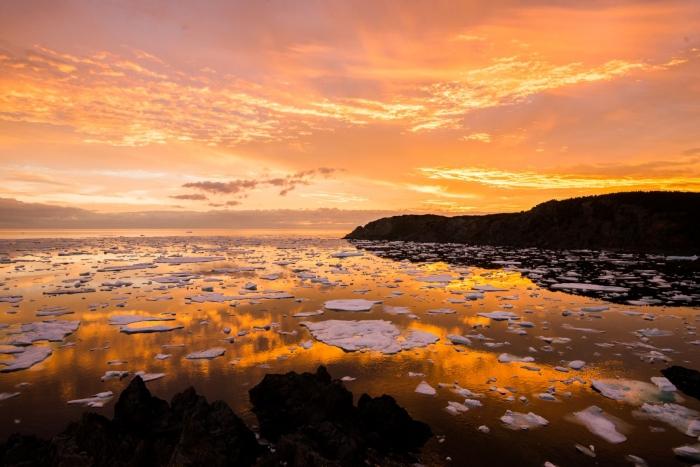 twilingate sunset with icebergs